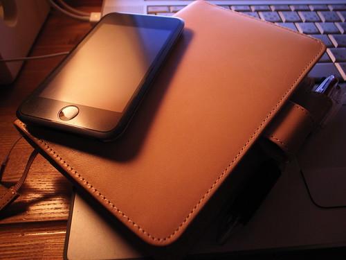 情報管理はiPod touchとほぼ日手帳で