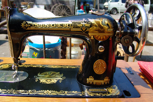 Antique market - SINGER sewing machine