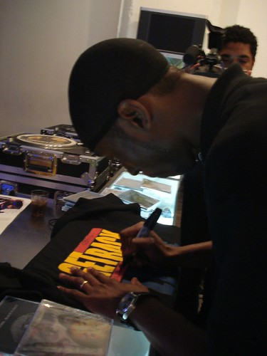 9th Wonder Signing a Get Back T-Shirt = Classic