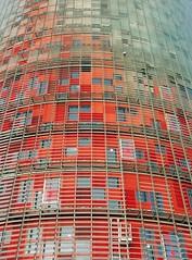 Barcelona - Torre Agbar 6 06-10 (Arnim Schulz) Tags: barcelona españa building architecture spain arquitectura edificio catalonia architektur catalunya espagne bâtiment gebäude cataluña spanien katalonien catalogne