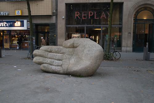 Antwerpen's hand [20071009_4485]