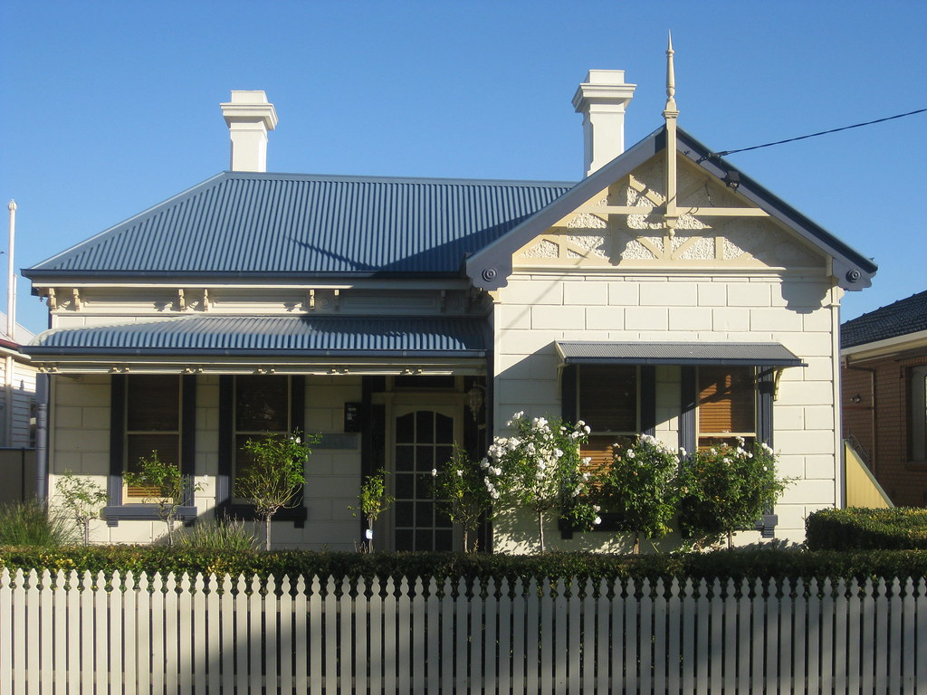 A Late Victorian Block Fronted Villa - Coburg