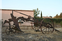 ancienne charrue  Coudoux (Dominique Pipet) Tags: france photo foto provence fotografia soc plough aratro arado fotografa charrue southfrance bouchesdurhne pflug ploeg coudoux 13111 dompipet dominiquepipet