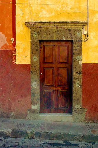 "Puerta • <a style=""font-size:0.8em;"" href=""http://www.flickr.com/photos/71572571@N00/2018962788/"" target=""_blank"">View on Flickr</a>"