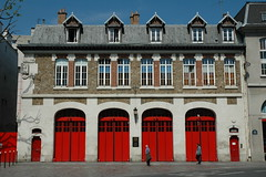 Caserne, sapeurs-pompiers, Paris 12e (Jamie Barras) Tags: paris france building station architecture fire spring poste 5 cs firestation bercy 2008 barracks brigade 12eme caserne firestations 12e xiie springinparis
