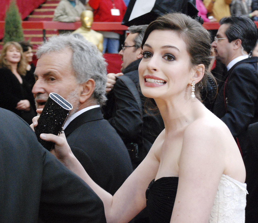 Anne Hathaway Boyfriend: The World's Best Photos Of Arrested And Girls