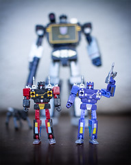 Frenzy and Rumble (Jon..Hall) Tags: frenzy rumble red blue transformer transformers masterpiece soundwave tapes casette stereo decepticon decepticons
