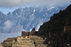 Temple above Ollantaytambo (doveoggi) Tags: mountain snow peru fog cuzco ruins cusco ruinas andes sacredvalley ollantaytambo incaruins 4130 the4elements