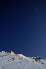 It's Getting Dark (blabbr) Tags: blue winter light cliff moon white mountain snow mountains alps shine dusk altitude glimmer arosa fondei camd70s lens2880mm setbackhome zenjiflue filterpolarizer kitionnet