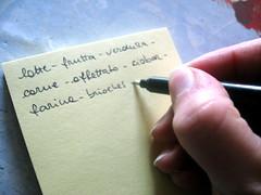 リストを書きだす手