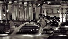 Trafalgar Christmas.jpg (ignacio izquierdo) Tags: christmas white black london fountain square gallery fuente trafalgar bn national londres hdr londonist