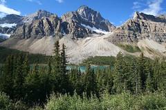 Bow Lake (Frank Merfort) Tags: trees lake canada mountains clouds landscape see wolken berge alberta landschaft bume kanada banffnationalpark bowlake