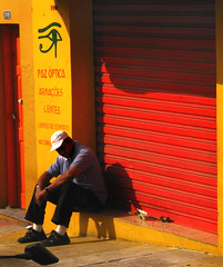 Tired (Carlos Ebert) Tags: old red brazil man yellow brasil tired paulo sao seated são
