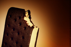 Ice Cream Sandwich (Mashael Al-Shuwayer) Tags: food ice digital canon eos chocolate icecream biscuits vanilla cocoa ciocolata 400d mashael alshuwayer saudiasandwich