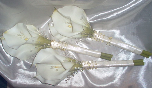 "*cara 10 pkg""  3 x adult bridesmaides calla handtied by you."