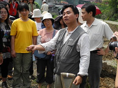 劉啟東說,從顏色、質感認識土壤的特性。