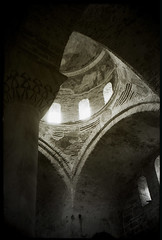 (...cathzilla) Tags: light bw church stone architecture turkey interior trkiye arches column blacksea yashica hagiasophia trabzon dme coupole saintesophie ayasofia muralpaintings monochromia 35gsn r314