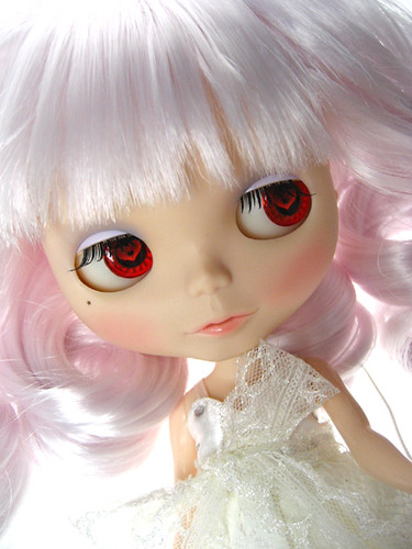 Cutom Blythe--Pearl white by solo_time.