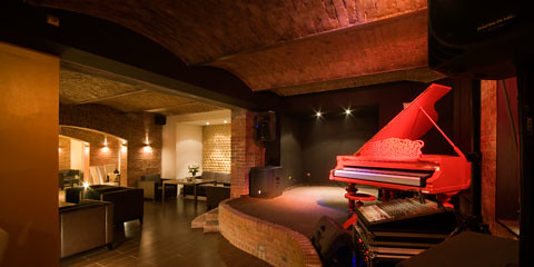 red-piano-modern-bar-restaurant-interior-picture
