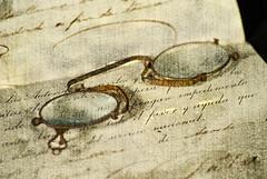 favor y ayuda (scaamanho) Tags: old stilllife vintage glasses bravo antique document gafas passport viejo documento antiguo pasaporte escritura mywinners aplusphoto scaamanho infinestyle potorrochof