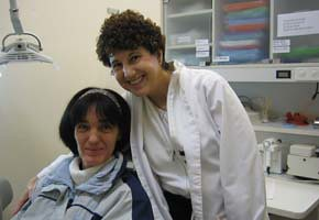 Lynn Yancovitch and patient Diane Beaudy at the Downtown Eastside clinic.