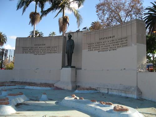 MacArthur monument, MacArthur Park