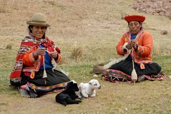 Two Busy Peruvian Women (picaddict) Tags: peru cuzco women cusco lambs spindel peruvian tambomachay worldwidelandscapes peruvianimages einheimischemitlmmchen wollespinnend celebratinghumanity