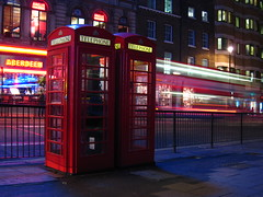 (xNstAbLe) Tags: uk red london night lights unitedkingdom luci rosso londra notte granbretagna cabinetelefoniche excapture tripdacabinetelefoniche cinemafoto