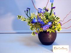 contrasting iris colors (theMaykazine) Tags: flowers plants ikebana flowerarrangement wafu japaneseflowerarrangement japaneseikebana wafuikebana