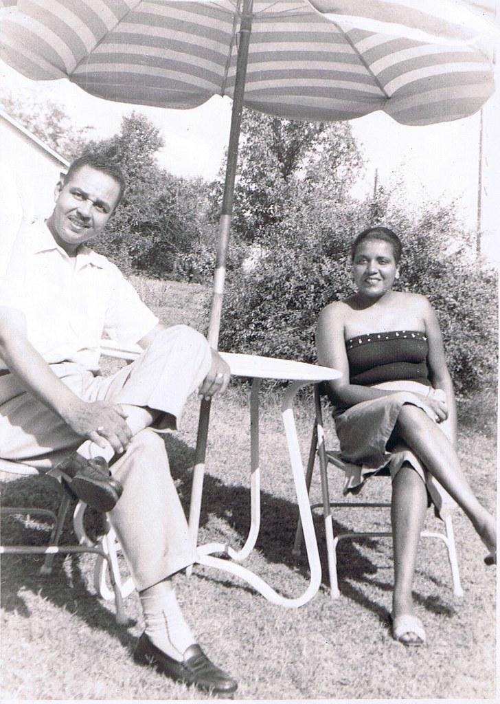 Jimmy & Fran loungin' 50s style