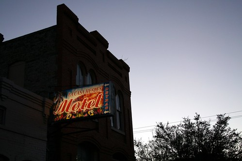 la casa hesles motel sign