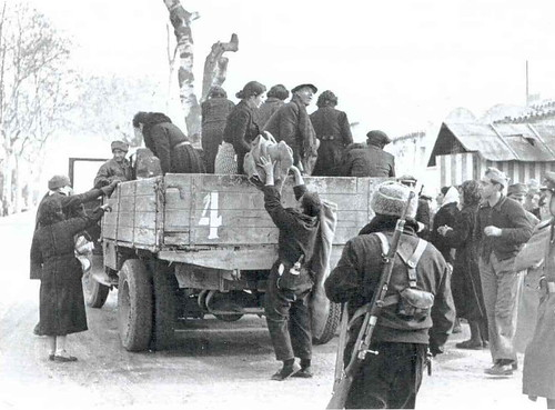 Robert Capa, Els camions militars plens a vessar