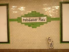 U Bahn Potzdamer Platz (Rosmarie Voegtli) Tags: berlin ubahn potsdamerplatz zahlen 6
