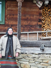 Marta and her house (grad dana) Tags: wood old portrait woman lady wooden romania marta portret roumanie maramures batrana lemn stramtura