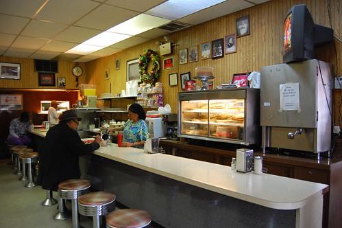 chicago illinois counter customers soulfood izola piecase southernfoodwaysalliance izolasfamilydining
