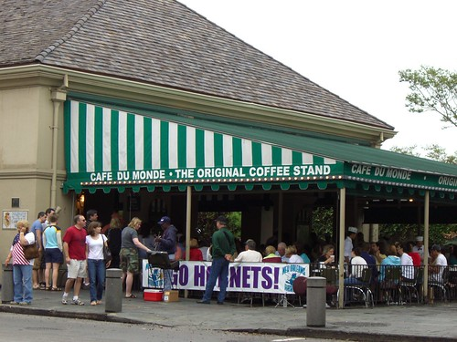 cafe dumonde outside