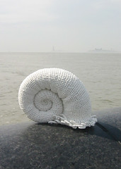 On Location in NY (gooseflesh) Tags: sea bag crochet plastic yarn creature