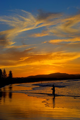 Byron Bay sunset (Nikonsnapper) Tags: blue sunset sea beach beautiful silhouette clouds shy distillery byronbay dapa betterthangood australia2008 theloveshack project3662008may nikonsnapper cccol