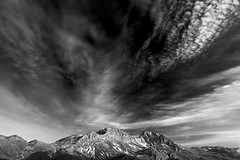 Cielos de Babia (jtsoft) Tags: sunset bw mountains landscape olympus nubes len cordilleracantbrica e510 ubia fontn zd1122mm ferreira jtsoftorg
