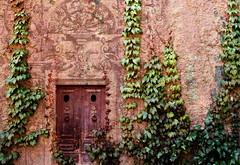 La Porta / The door (juli_modul) Tags: barcelona door old sony bcn catalonia porta knocker catalunya antiga cataluña themoulinrouge doorkeeper aldaba dscr1 artlibre picaporta flickrplatinum theperfectphotographer julimodul atqueartificia