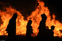 Halloween Family (shaymurphy) Tags: family ireland irish halloween silhouette night fire europa europe forsale documentary creepy spooky bonfire buy horror brand feuer wicklow fogo silhoette purchase tuli bray fuoco irlanda bonfirenight helloween irlande incendie brann   ierland  ogie tz foc vatra iralanda    irlandia    airija  irlanti uguns   iirimaa  redbubble  rorszg   rija rsko  eventidafotografare
