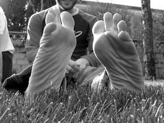 Smile (Manua ^_^) Tags: friends feet canon powershot erba manuel amici piante piedi dita biancoenero primopiano manua