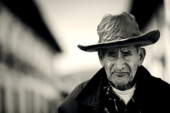 eyes of the past (Luis Montemayor) Tags: portrait blackandwhite man blancoynegro dof bokeh retrato oldman explore anciano hombre myfavs realdelmonte