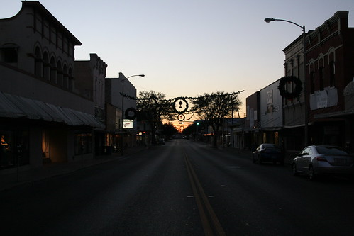looking west down eagle pass main street
