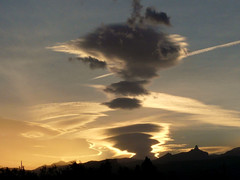 bird or mouse (Marlis1) Tags: clouds wow elsports weatherphotography marlis1 extremeclouds