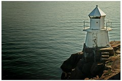 doctor lighthouse sends no sign (plaggenplei) Tags: sea lighthouse suomi finland see coast helsinki meer finnland waves helsingfors suomenlinna leuchtturm sveaborg küste wellen