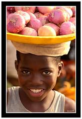 Les oignons (Laurent.Rappa) Tags: voyage africa unicef travel portrait people face children child retrato couleurs laurentr enfant sourire ritratti ritratto regard ctedivoire peuple africain afrique ivorycoast ivorycost laurentrappa