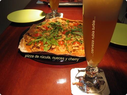 Pizza casera con birrita turbia