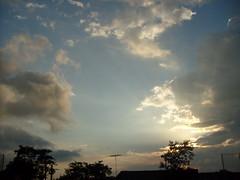 quebradaliberdade (thomaspolaco) Tags: sol chuva liberdade céu rua quebrada sãovicente