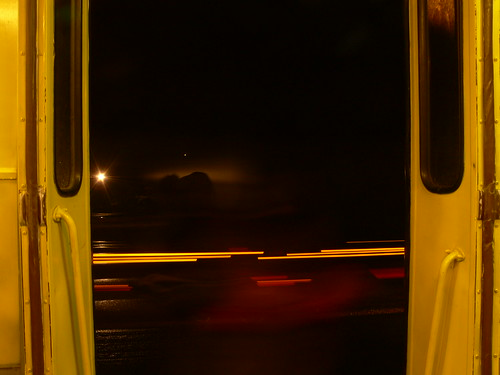 Aiz tramvaja durvīm ir pasaku zeme